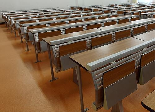 课堂课桌椅